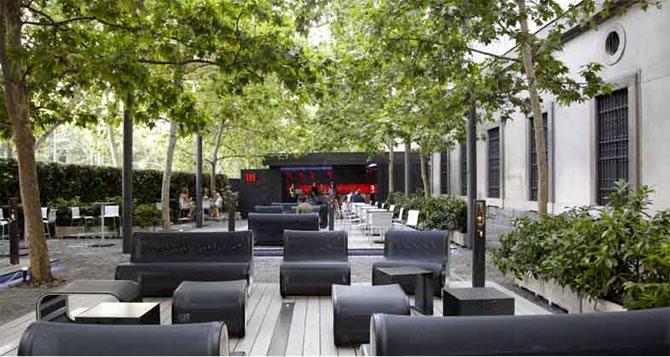 Terrazas de verano en el reina sof a by mahou good2b for Terrazas de verano madrid