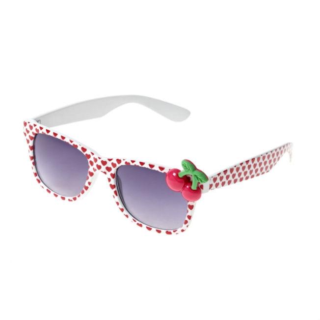 cherriesaheartssunglasses995euro.jpg