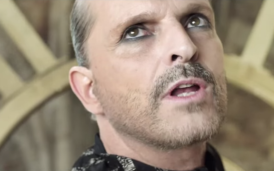 Mueran Modernos #02 | Miguel Bosé: Dios ha vuelto y lleva eyeliner