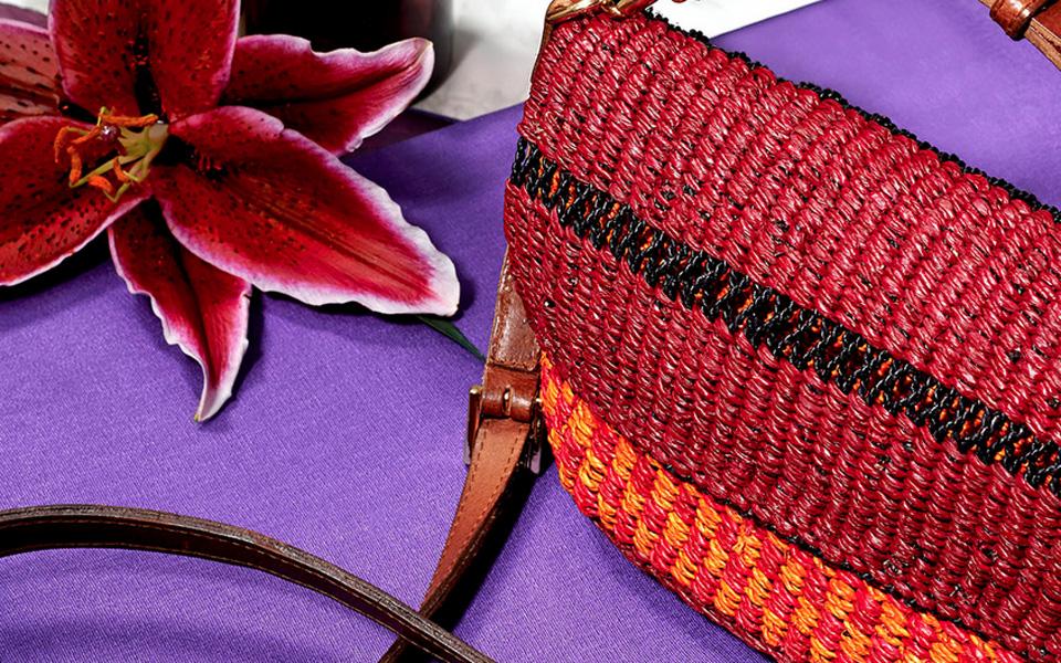 AAKS, bolsos con alma y color