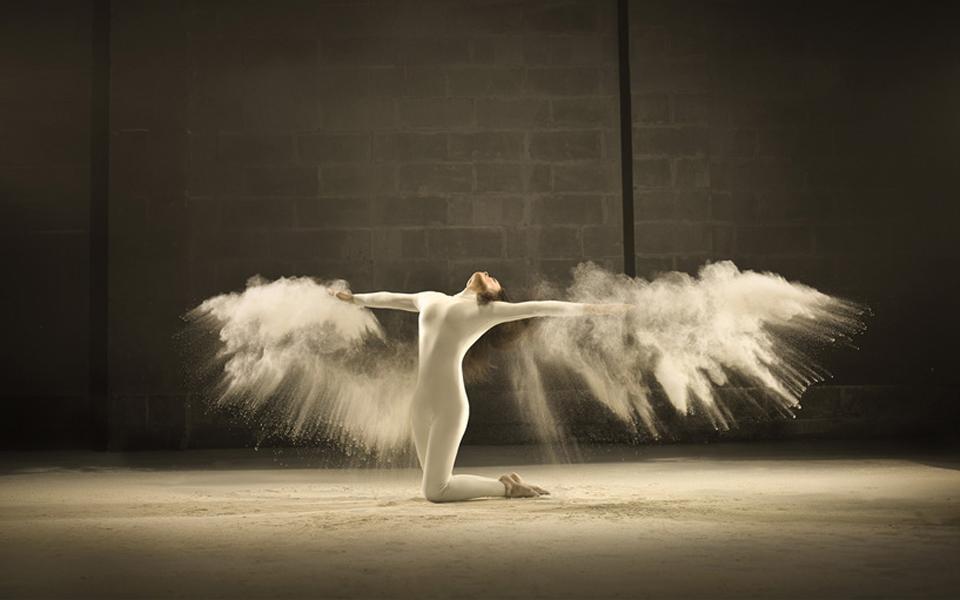 jeffrey-vanhoutte-dancers-powdered-milk-designboom-02