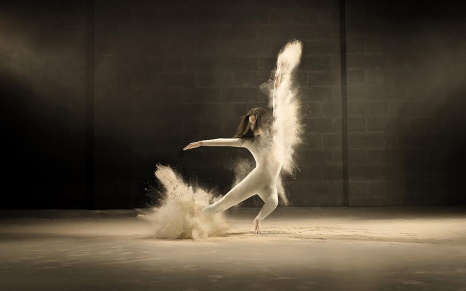 jeffrey-vanhoutte-dancers-powdered-milk-designboom-05