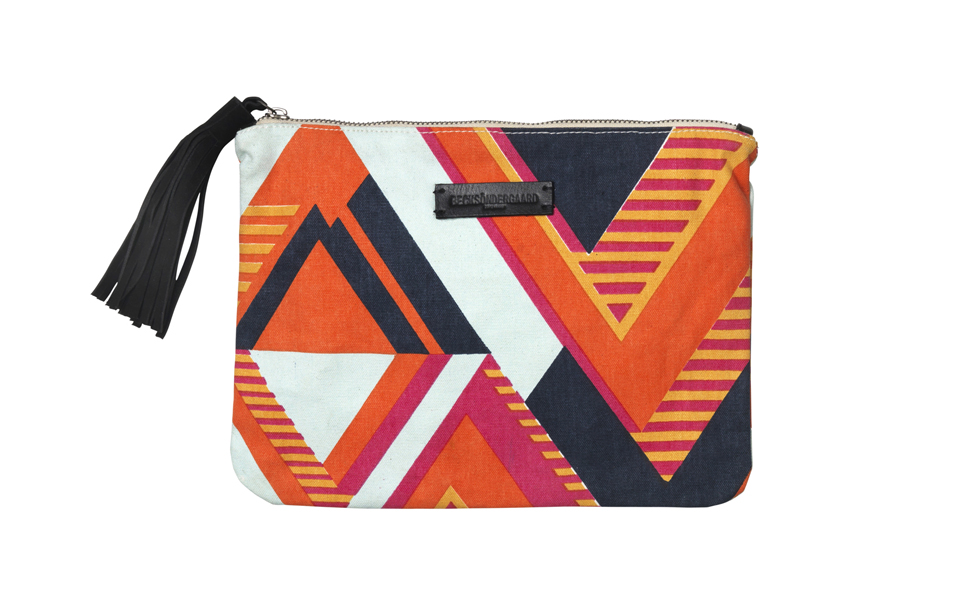 40202_o-claire_graphic_clutch_618
