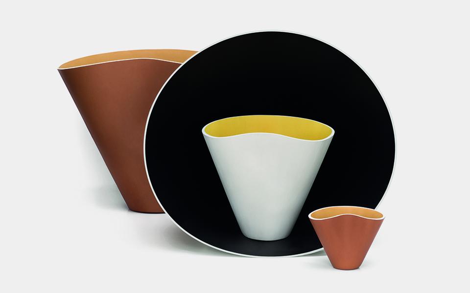 Loewe presenta una colección de cuencos de cuero