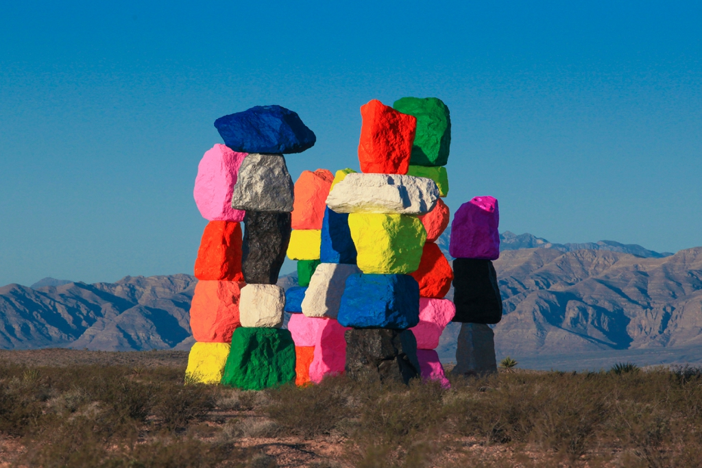 colorful-stacked-rocks-desert-02