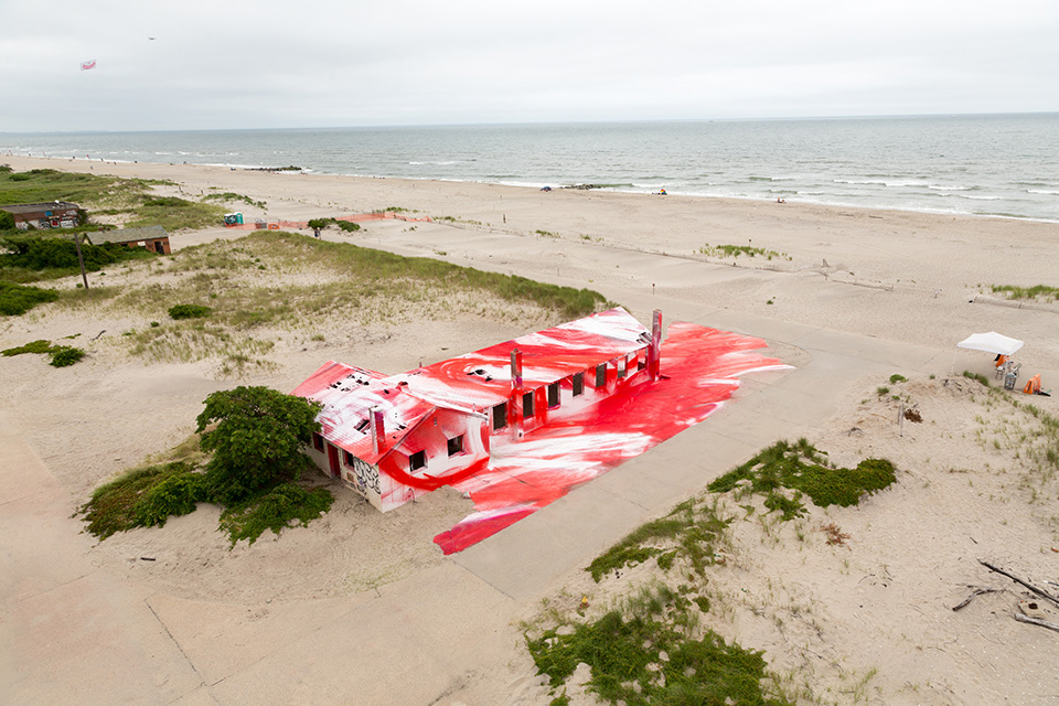 katharina-grosse-rockaways-spray-paint-004