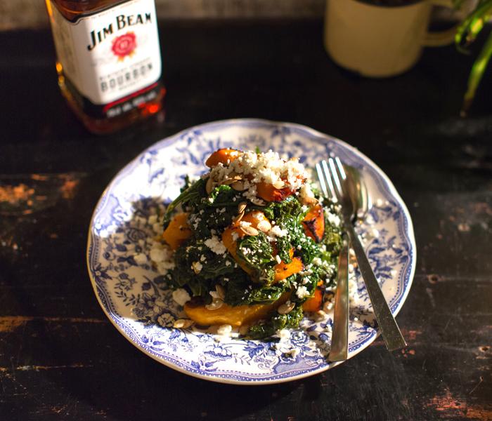 ensalada-templada-aderezada-con-kale-queso-feta-y-cabalaza
