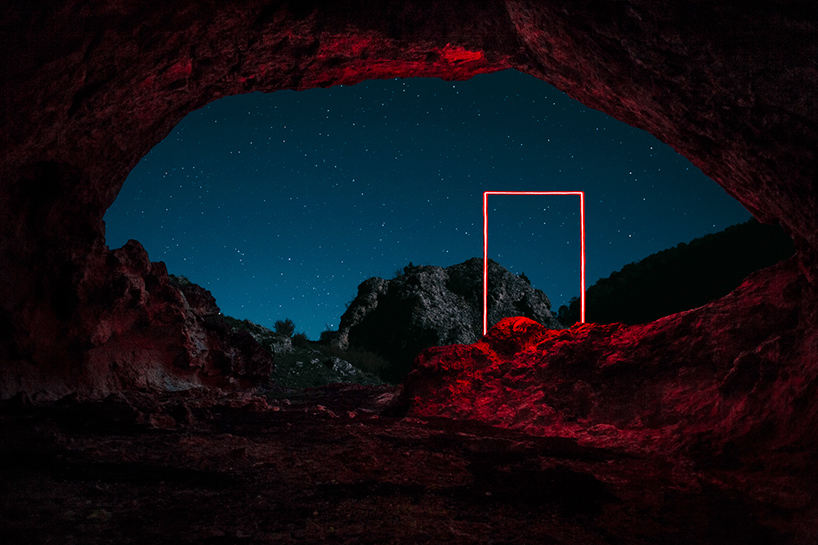 nicolas-rivals-la-linea-roja-installation-nature-long-exposure-light-designboom-02
