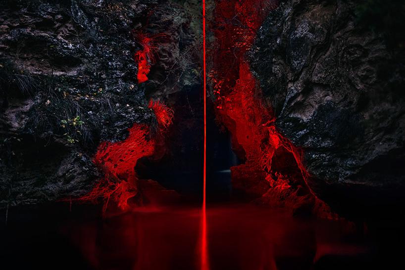 nicolas-rivals-la-linea-roja-installation-nature-long-exposure-light-designboom-05