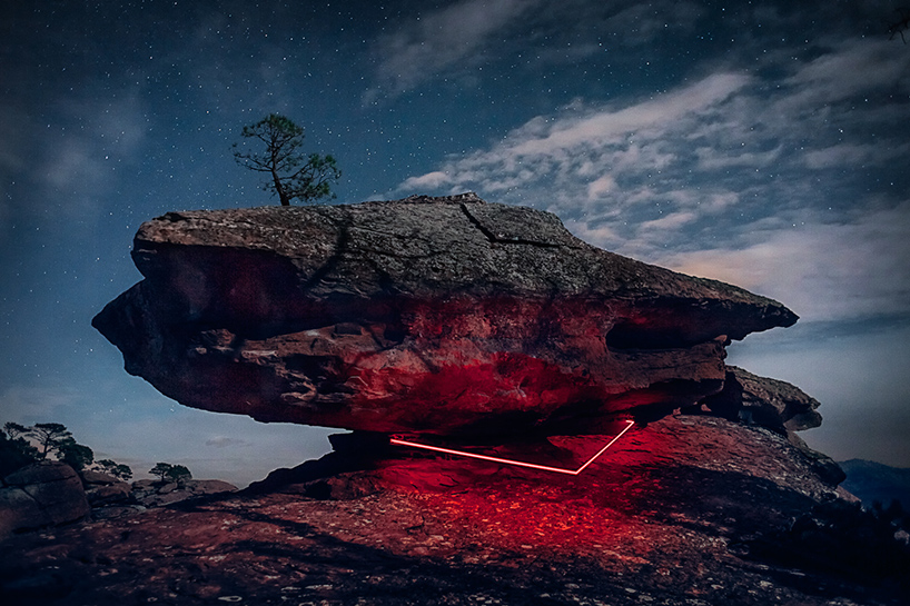 nicolas-rivals-la-linea-roja-installation-nature-long-exposure-light-designboom-06