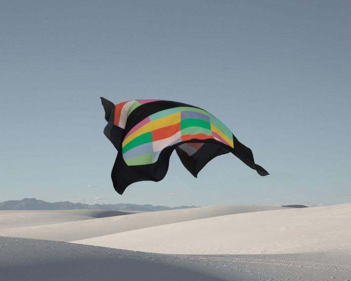 Louisa Parris y Marc Alcock elevan las mascadas al viento