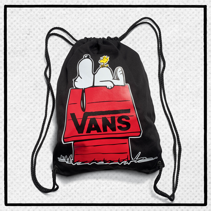 fa17_wap_peanuts_vn0a3alfblk_peanutsbenchednoveltybackpack_black_elevated