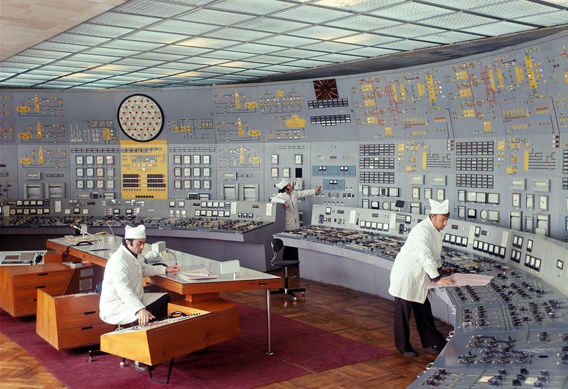 coltrol_room_soviet_06