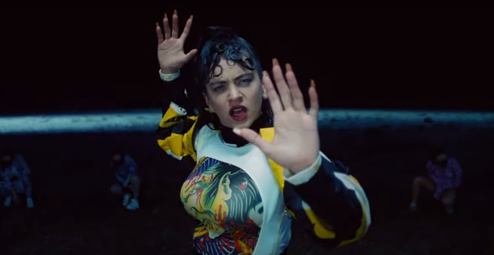 Rosalía se baña al alba manchega en 'De aquí no sales', el videoclip de la semana