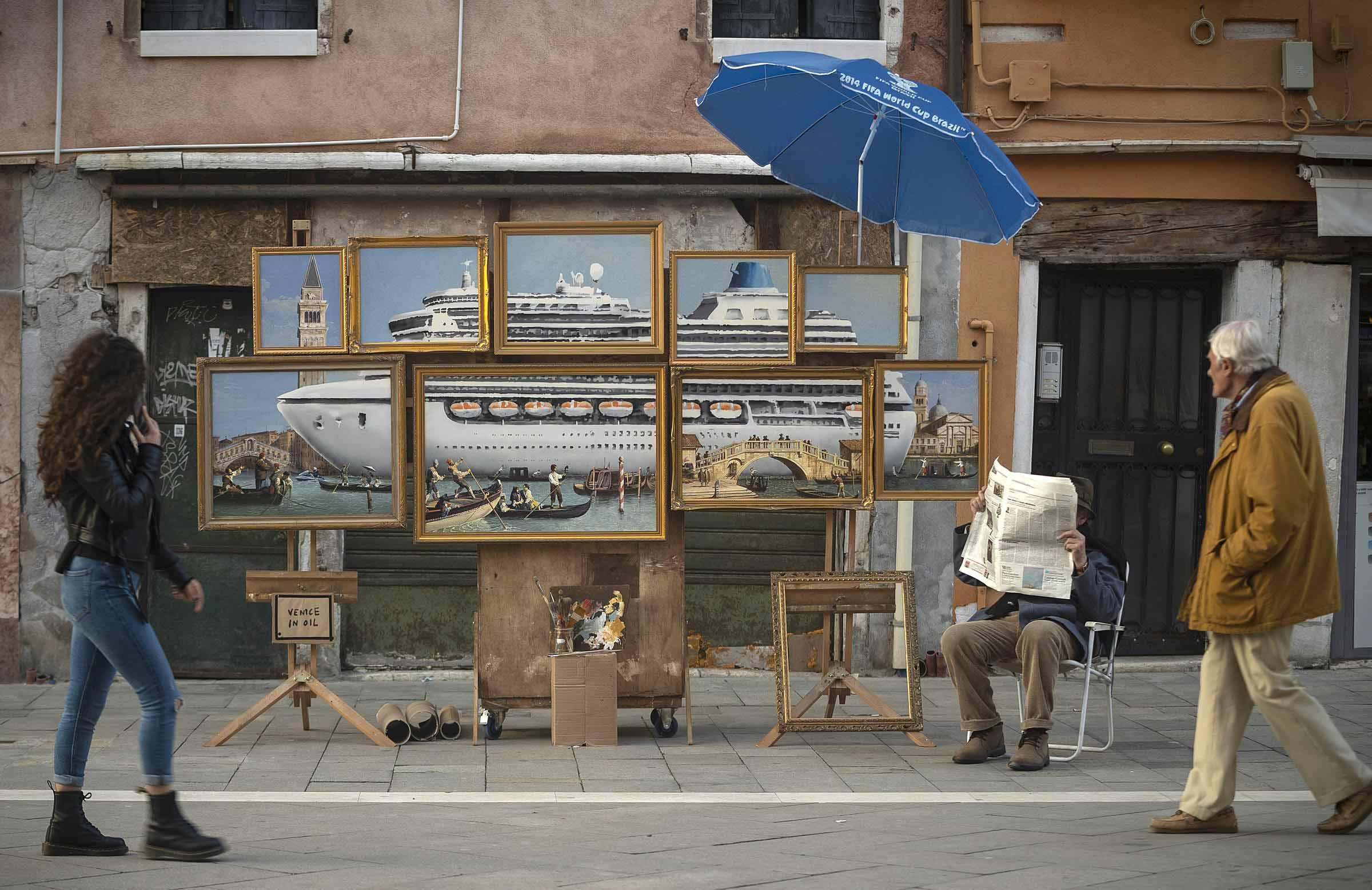 Banksy se cuela en la Bienal de Venecia para denunciar el turismo masivo de la ciudad