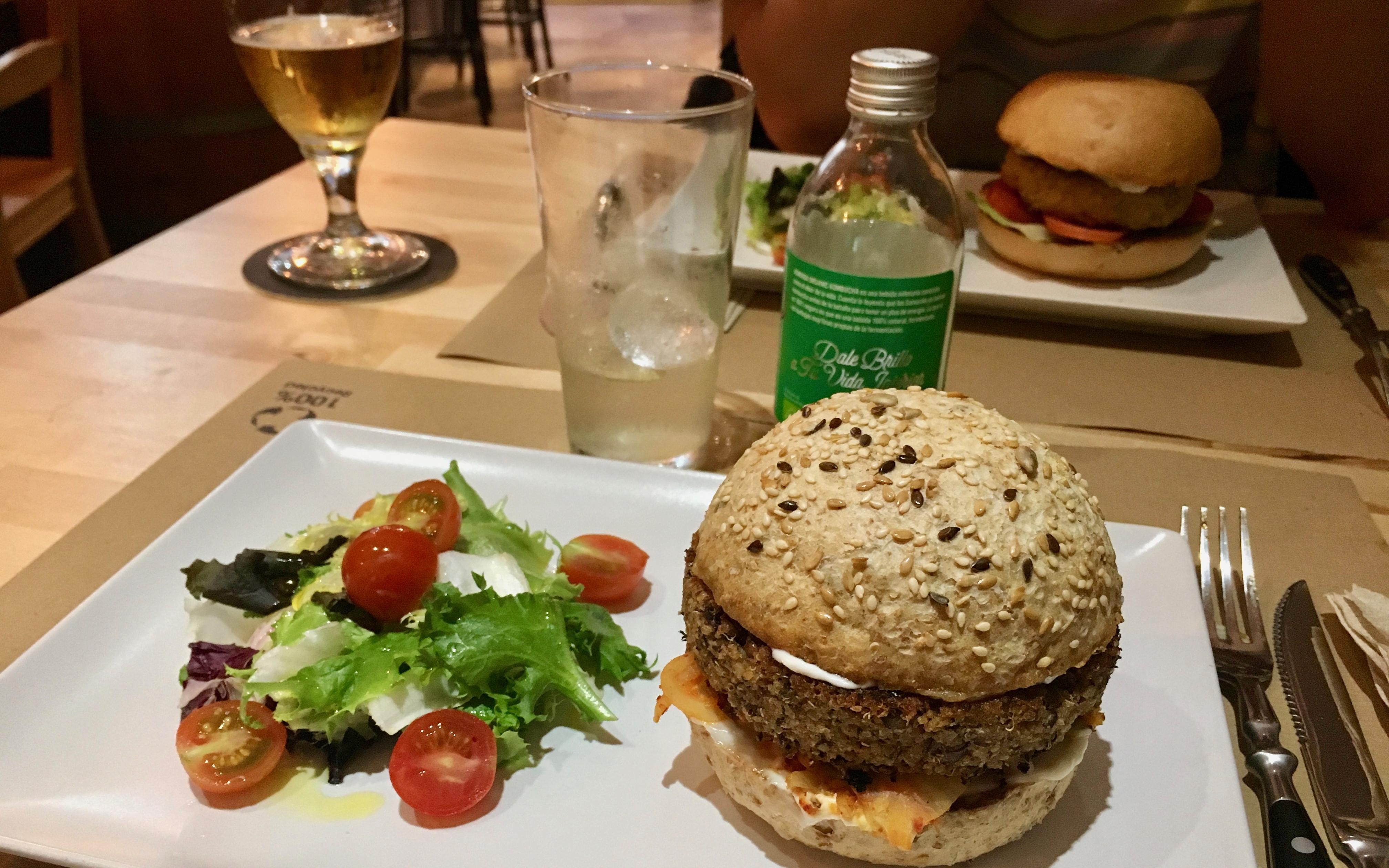Melocotón Vegan Burger: el nuevo templo de la hamburguesa vegana en Barcelona