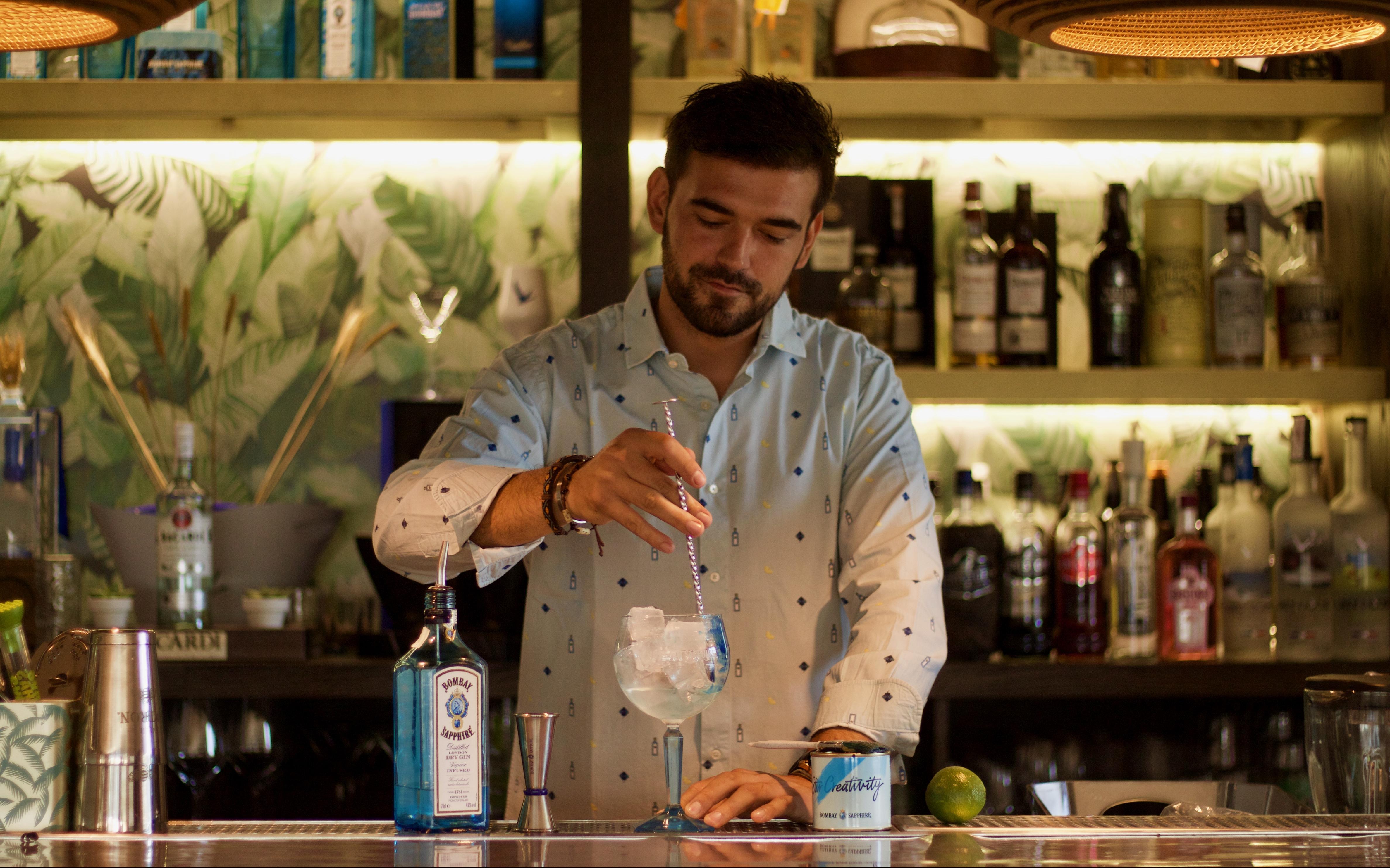 Remueve tu Creatividad con Bombay Sapphire: Borja Lucini, cuando la coctelería se convierte en un arte